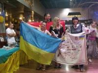 """Член Ради Старійшин МГО """"Ми Українці"""" провела у Ізраїлі виставку української вишивки."""