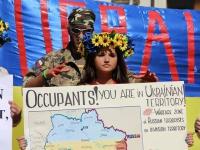 """Українці Рима провели """"лікнеп"""" російським туристам про політику Путіна"""