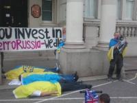 """Українці у Лондоні пікетували Посольство Франції через продаж """"Містралей"""""""