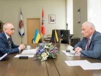 Литва допоможе Україні касками, бронежилетами та щитами